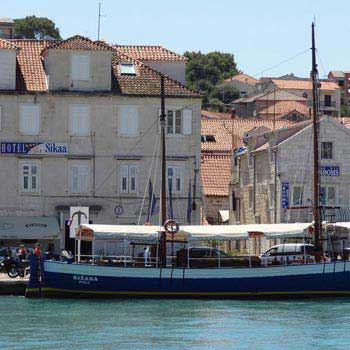 Solta & Blue Lagoon Island Picnic Cruise from Split Tour