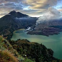 Mount Rinjani Crater Rim Trekking Package