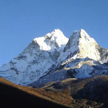 Amadablam Peak Expedition Tour