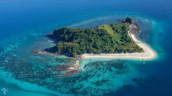 Tsingy, Lemurs & Nosy Be Island Package
