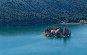 Charming Guest House On Lake Peruca Package