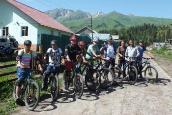 Kyrgyzstan Biking 06