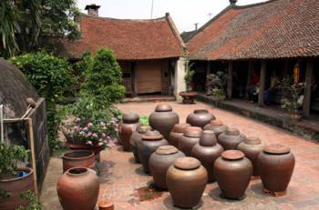 Duong Lam Ancient Village Tour