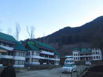 Parkwoods Hill Resort, Shoghi - Shimla Package