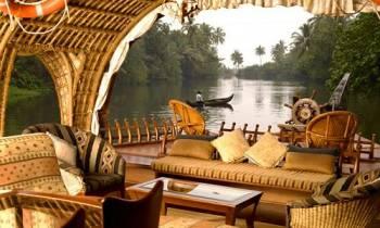 Munnar - Thekkady - Alleppey Houseboat Tour