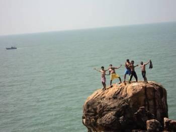 Gokarna Beach Trek and Beach Camping Tour