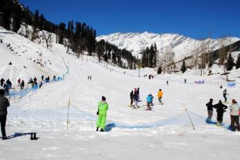 Romantic Honeymoon in Manali Tour
