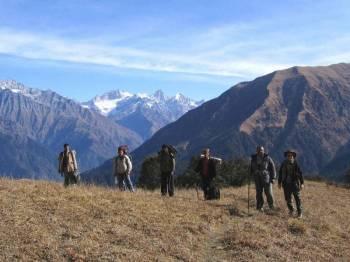 Crossing the Sainj Valley to Tirthan Tour