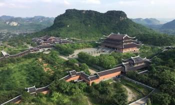 Hoa Lu Ancient – Tam Coc Boat Trip – Bai Dinh Pagoda – Kim Son Traditional Craft Village