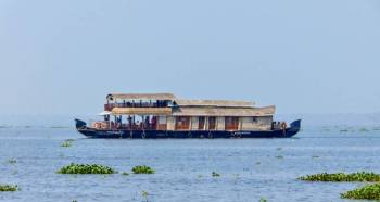 One Night Houseboat Cruise in the Backwaters of Kerala