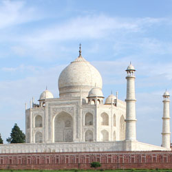 Top Tourist Places To Visit in Agra